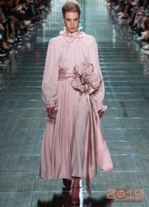 Нежно розовое платье сезона весна-лето 2019
