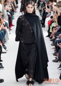 Черное кружевное платье 2019 года