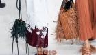Модные сумки с перьями Valentino весна-лето 2019