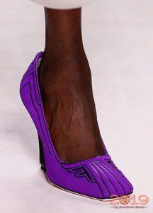 Яркие винтажные туфли на весну 2019 года