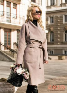 Светлое пальто - тренд 2019 года