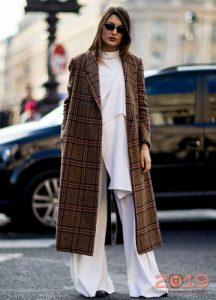 Длинное пальто в клетку мода 2019 года