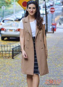 Модное пальто без рукав на весну 2019 года