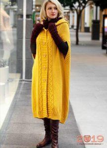 Модный вязаный кейп-пальто на весну 2019 года