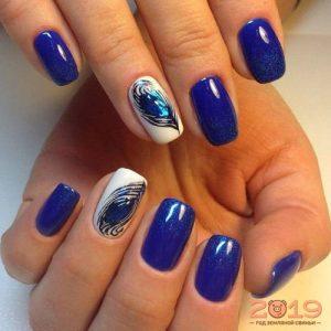 Модный дизайн ногтей 2019 в синем цвете