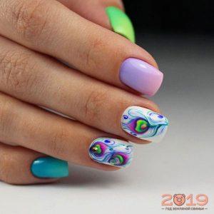 Цветные перышки дизайн ногтей 2019
