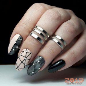 Геометрический рисунок на ногтях мода 2019 году