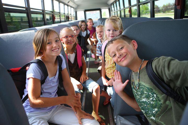 Группа детей в автобусе
