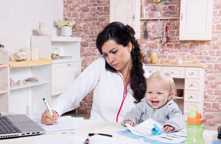 Работающая мама с малышом