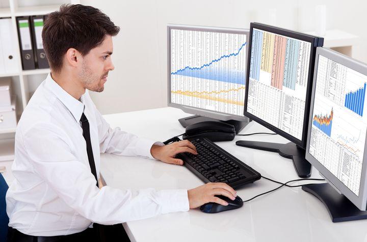 Финансовый аналитик прогнозирует курс