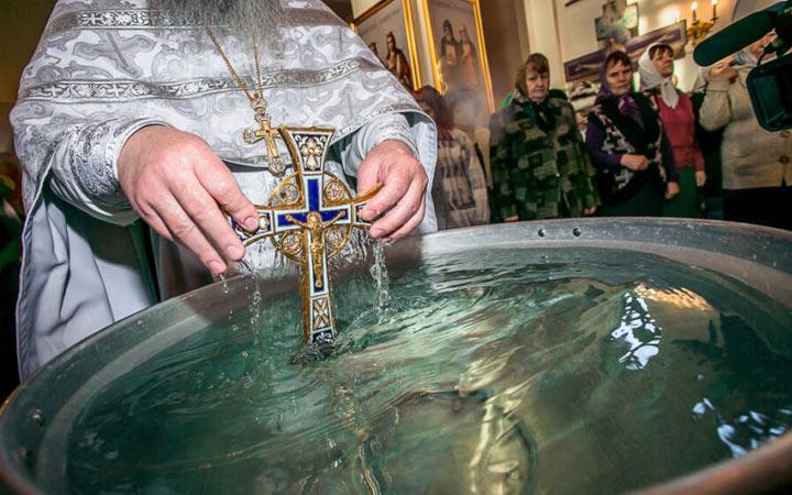 Крещение в 2022 году - традиции и приметы