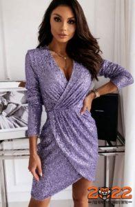 Модное новогоднее платье из блестящей ткани на 2022 год