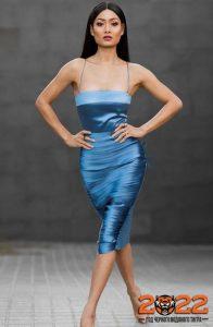 Атласное синее платье на 2022 год