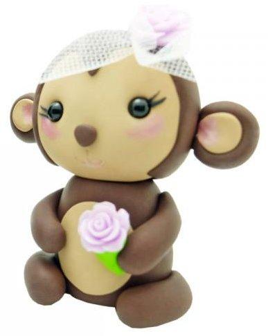 обезьяна в шляпке и с цветами