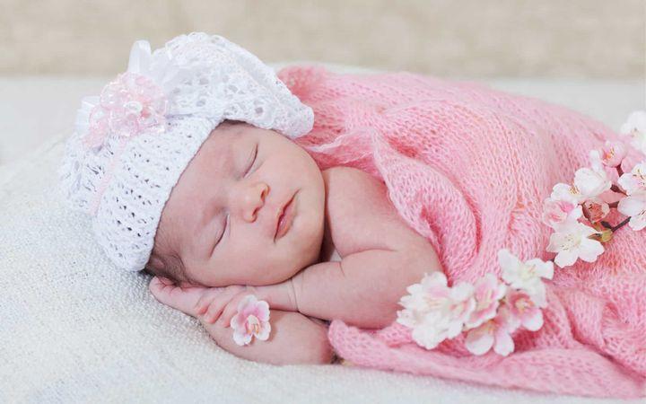 Новорожденная малышка