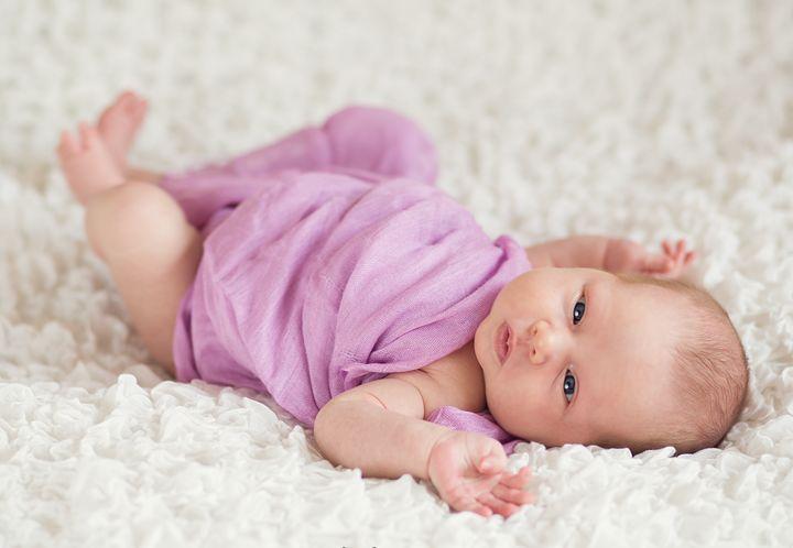 Малышка в сиреневом