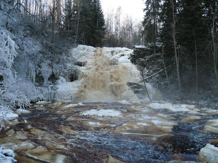 Водопады в Карелии зимой