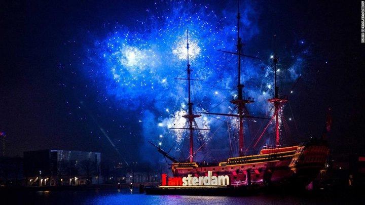 новогодние декорации в Амстердаме