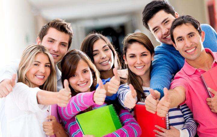 Радостные студенты