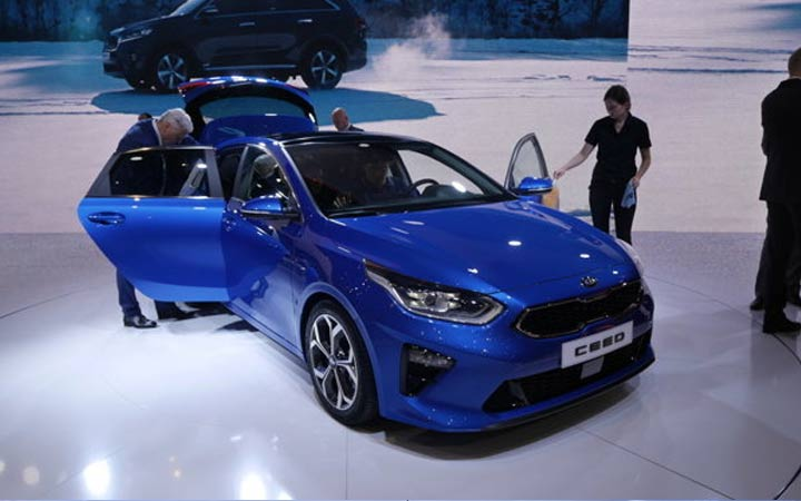 Синий Kia cee'd Женева 2018 год