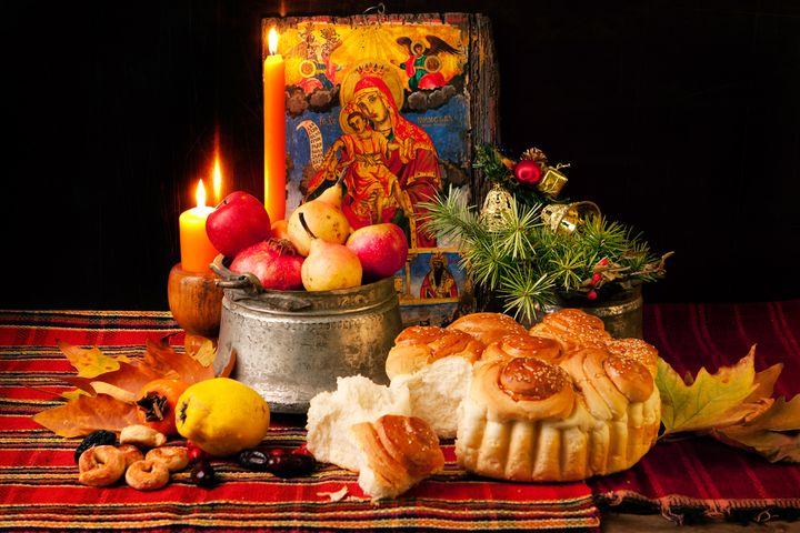 Постные блюда, икона и свечи