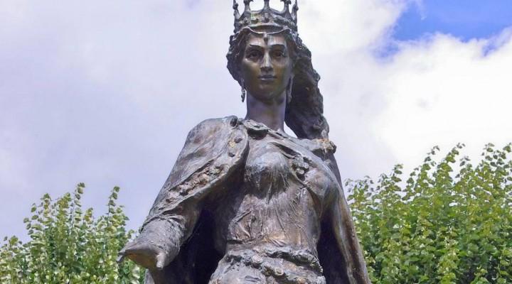 статуя Анны Киевской