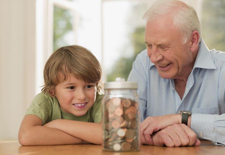 Пенсионер с внуком
